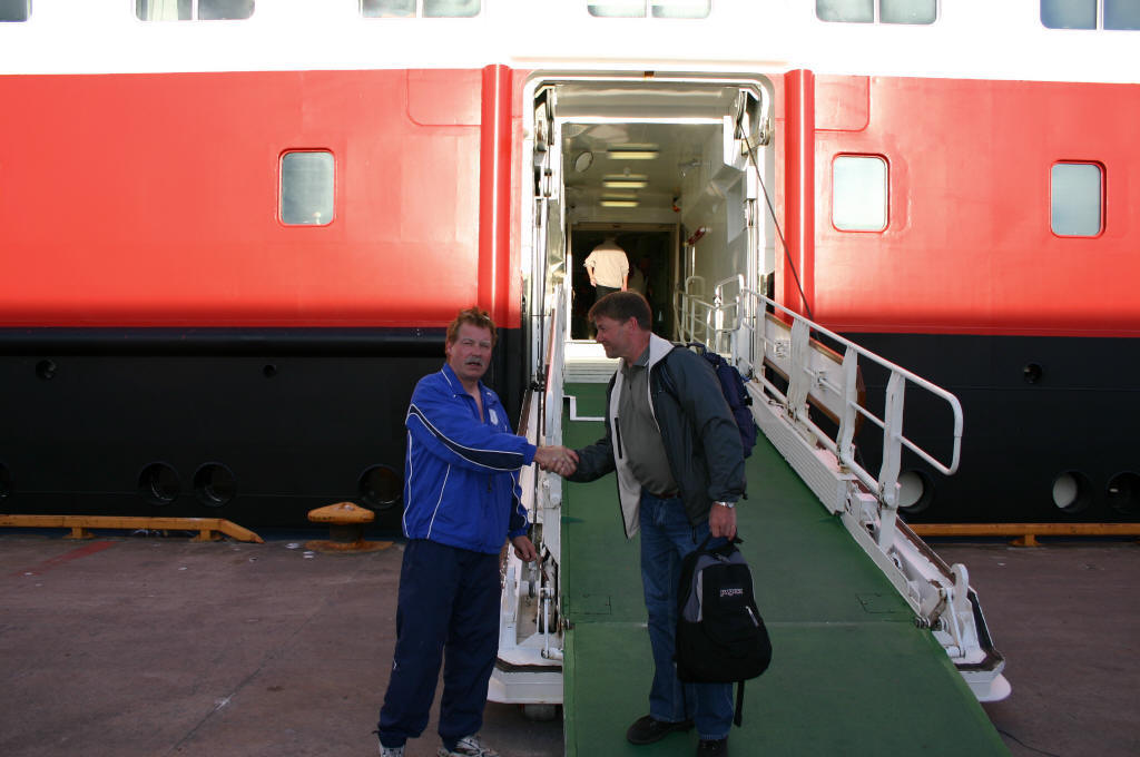 Johnny på tur hjem med hurtigruta MS Richard With fra Rørvik